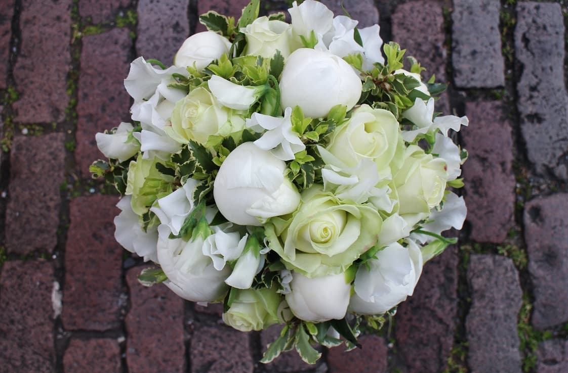 white-bridal-bouquet.jpg