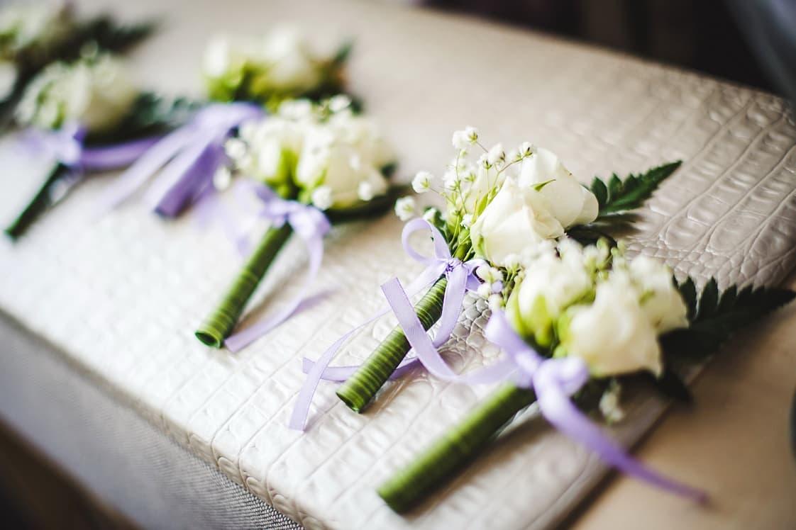 white-roses-buttonholes.jpg
